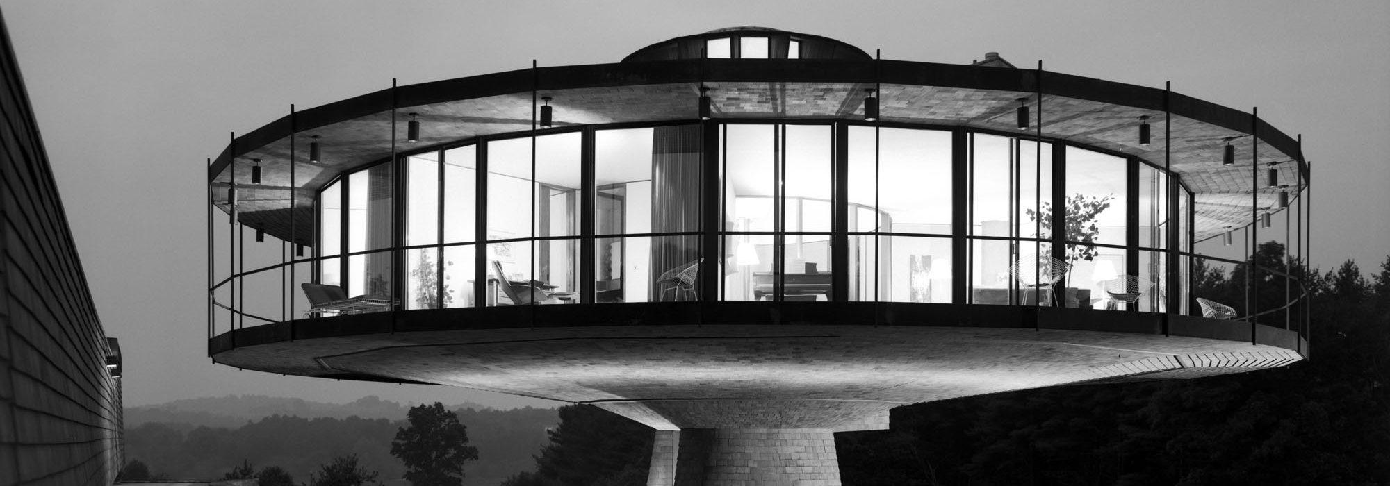 The Round House Richard Foster House (Spaceship House), Location: Wilton CT, Architect: Richard Foster, © Ezra Stoller / Esto